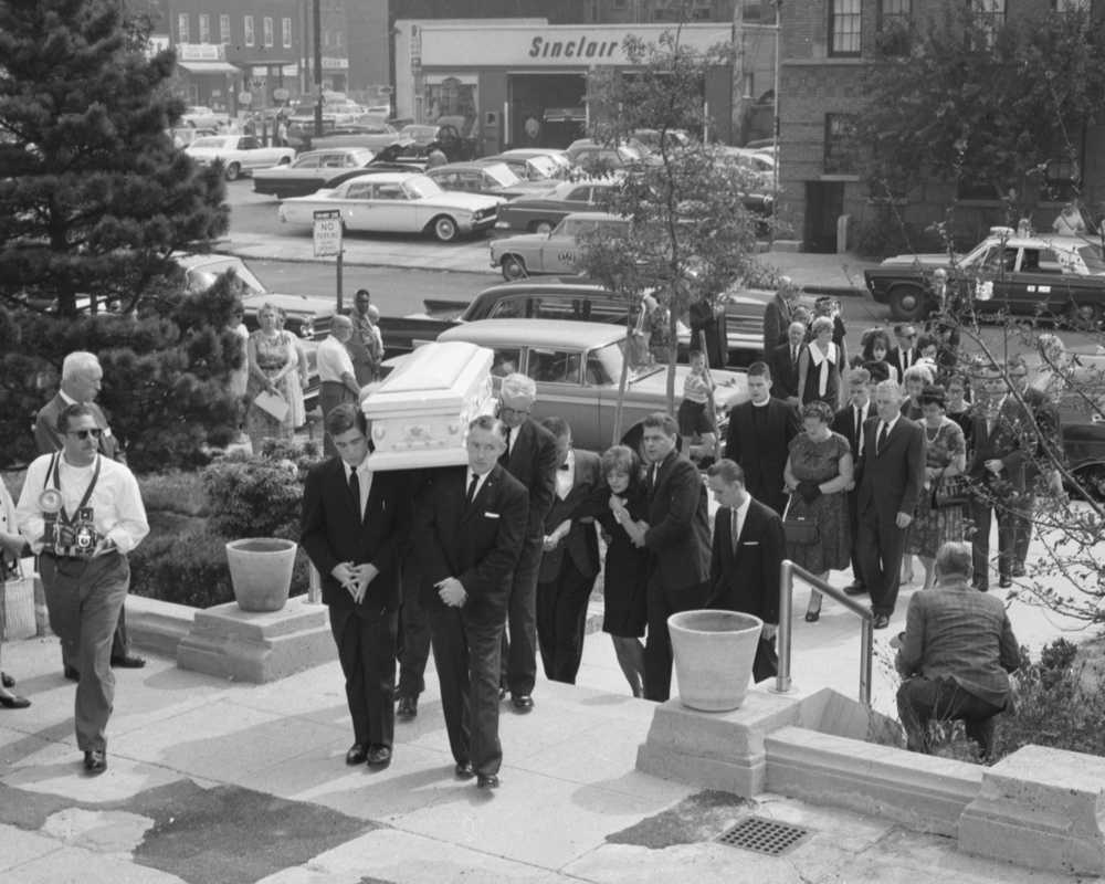 Alice Crimmins' coffin is carried into church. Following (at right) are the parents. (Image via NYDN/Getty)