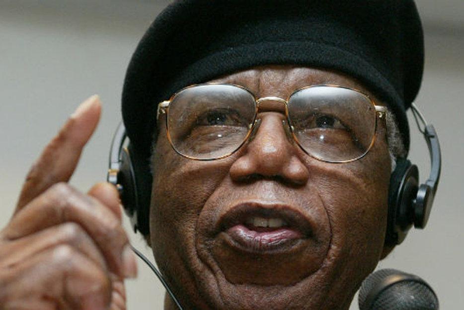 ||Nigerian author Chinua Achebe, photo by Ralph Orlowski