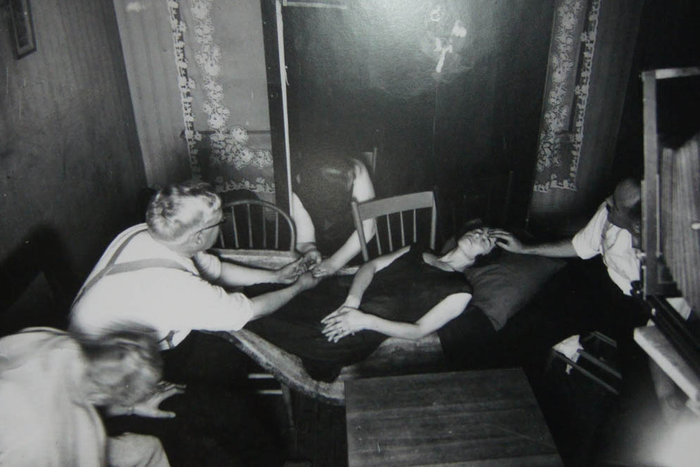 | Séance conducted by Dr. Thomas Glendenning Hamilton in Winnipeg